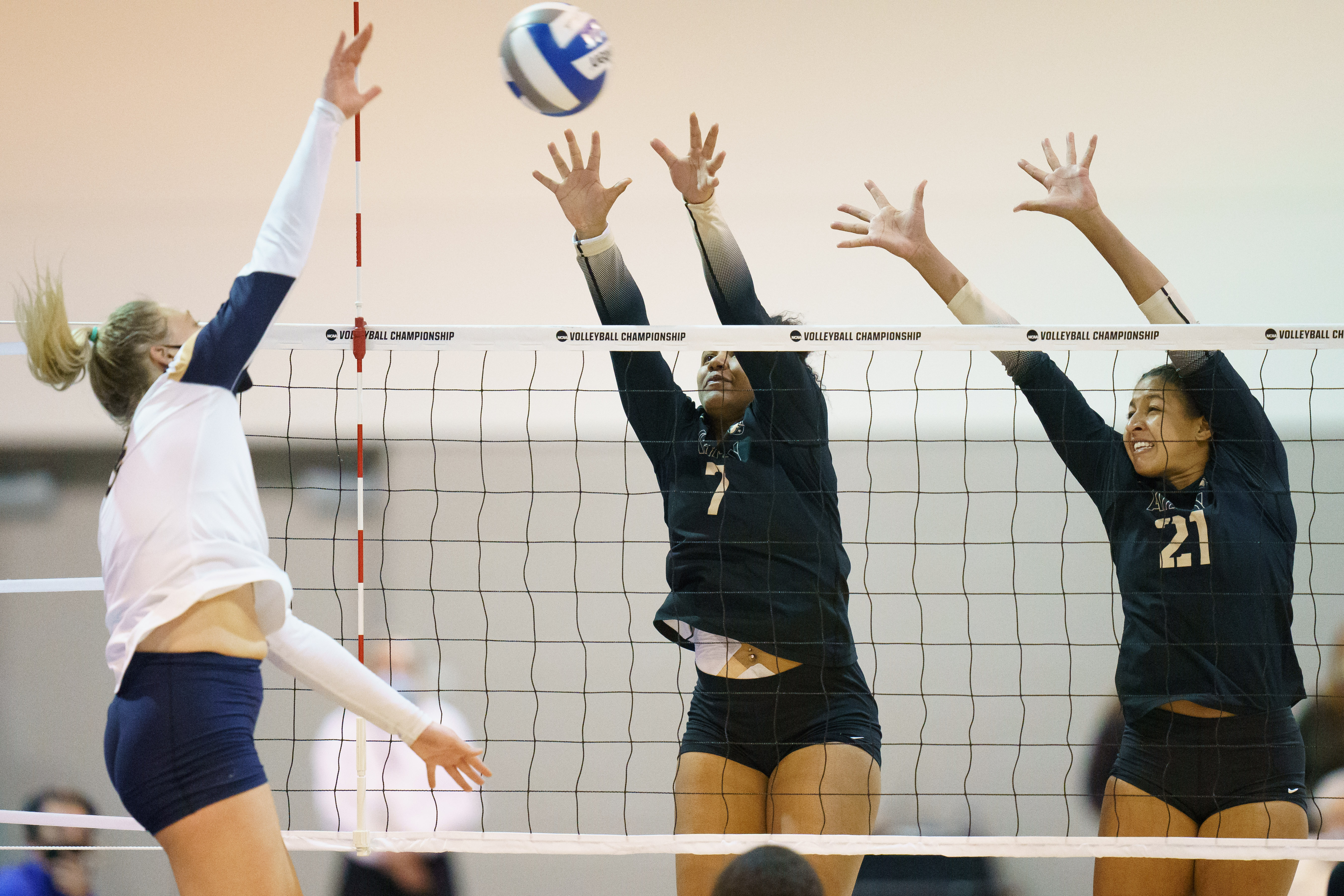 ND Volleyball: The Fightin' Irish Brings The Battle To The Black Knights